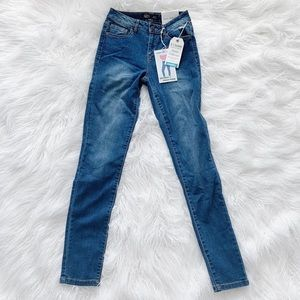 Fashion Nova high rise denim skinny jeans push-up